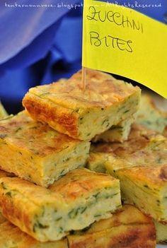 Fatti e mangiati, in questo buffet . Zucchini bites da qui e qui Ingredienti : per uno stampo da 25x19cm 5 uova 120 g farina ...