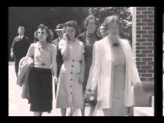 Viaggio nel Tempo - Una donna parla al cellulare nel 1938