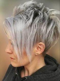 Grey hair color short haircut with long fringe Short Silver Hair, Funky Short Hair, Short Choppy Hair, Short Hair Styles, Choppy Pixie Cut, Long Pixie Hairstyles, Haircuts For Fine Hair, Short Pixie Haircuts, Funky Hairstyles