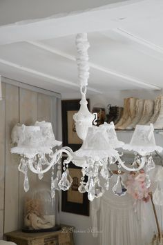1000 images about lustres pampilles chandelier shabby chic on pinterest shabby chic. Black Bedroom Furniture Sets. Home Design Ideas
