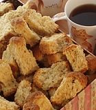 Boere Beskuit 750 ml melk 750 ml suiker 500 g botter of margarien 25 ml sout kg koekmeelblom 3 pakkies kitsgis 1 liter water 3 eiers,geklits Meng meelblom, kitsgis en sout saam. Buttermilk Rusks, Buttermilk Recipes, Rusk Recipe, Baking Recipes, Snack Recipes, Bread Recipes, Healthy Breakfast Snacks, Breakfast Muffins, Breakfast Ideas