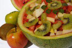 El reflujo ácido y la fibra. Muchas personas consumen fibra dietética para ayudarse en el proceso digestivo, ya que previene la indigestión y los efectos gastrointestinales que favorecen el reflujo ácido. Las frutas, verduras, cereales integrales y las legumbres contienen mucha fibra, de acuerdo ...