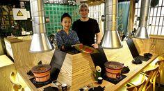 Un gallego y una japonesa dejan su restaurante tipo «yakiniku» de Barcelona para montar uno en Vigo