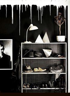 Des coulures blanches sur mur noir #white #black  #wall