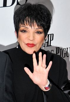 LIZA MINNELLI's years of hard partying have finally caught up with her, and now pals fear the Hollywood icon is suffering from early-onset dementia! Hollywood Glamour, Hollywood Actresses, Actors & Actresses, Shari Belafonte, Judy Garland Liza Minnelli, Patti Lupone, I Used To Believe, Celebrities Then And Now, Ladies Who Lunch