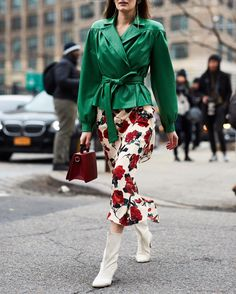 """4,457 Likes, 28 Comments - streeTrends (@streetrends) on Instagram: """": @thestylestalkercom #nyfw #fw18 #ootd #style #fashion #chic #elegant #style #streetstyle…"""""""