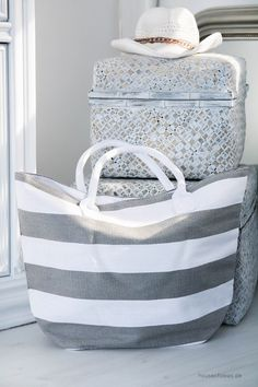 Ladies Shopper striped gray and white