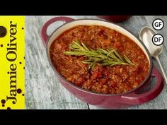 A deliciously easy spaghetti Bolognese recipe that's perfect for the whole family. This simple spaghetti Bolognese recipe for kids is tasty and easy to make Slow Cooking, Batch Cooking, Cooking Recipes, Mince Recipes, Pork Recipes, Pasta Recipes, Chicken Recipes, Easy Spaghetti Bolognese, Italian Recipes
