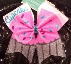 A really cute cupcake cheer bow! Cute Cheer Bows, Cheer Mom, Big Bows, Cheer Stuff, Cheer Gifts, Softball Bows, Cheerleading Bows, Volleyball, Dance Bows