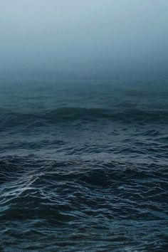 a thick layer of ocean. this time there are waves. the sky becomes water. No Wave, Stürmische See, Stormy Sea, Deep Blue Sea, All Nature, Nature Beach, Sea And Ocean, The Sea, Ocean Deep