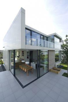 #villa_contemporaine avec une superbe terrasse vitrée
