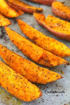 O reteta delicioasa si simpla, acesti cartofi dulci la cuptor cu ierburi aromate si picanti sunt o alternativă sănătoasa la chips sau cartofi prajiti!