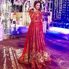 "Beautiful Sana Javed On Set in #TenaDurrani For Her Upcoming Drama Serial "" Khaani "". #Gorgeous #SanaJaved #TenaDurrani #LuxuryFashion #FormalsWear #Khaani #PakistaniActresses #PakistaniCelebrities"