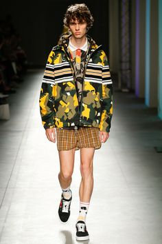 See the complete MSGM Spring 2018 Menswear collection.