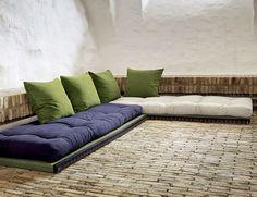 sitzplatz aus paletten polster und kissen von ikea. Black Bedroom Furniture Sets. Home Design Ideas