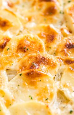 Mom's Homemade Scalloped Potatoes are the perfect creamy side dish for a fam.Mom's Homemade Scalloped Potatoes are the perfect creamy side dish for a family dinner. With thinly sliced potatoes and onions, salt, pepper and milk with t Russet Potato Recipes, Easy Potato Recipes, Potato Side Dishes, Side Dishes Easy, Cheesy Scalloped Potatoes Recipe, Pioneer Woman Scalloped Potatoes, Cheesy Potatoes, Scalloped Potatoes With Evaporated Milk Recipe, Scalloped Potatoes Au Gratin