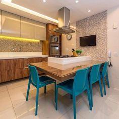 Toque de cor e muita inspiração na cozinha gourmet. Amei @pontodecor Projeto @depaulaenobrega Snap:  hi.homeidea  http://ift.tt/23aANCi #bloghomeidea #olioliteam #arquitetura #ambiente #archdecor #archdesign #cozinha #kitchen #arquiteturadeinteriores #home #homedecor #pontodecor #lovedecor #homedesign #instadecor #interiordesign #designdecor #decordesign #decoracao #decoration #love #instagood #decoracaodeinteriores #lovedecor #lindo #luxo #architecture #archlovers #inspiration #segunda…
