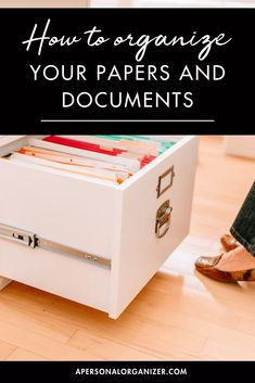 How To Organize Your Papers And Documents School Paper Organization, Organizing Paperwork, Home Organization Hacks, Organizing Your Home, Getting Organized At Home, Home Management Binder, Paper Clutter, Personal Organizer, Fimo