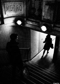 inneroptics: Faye Hughes Great Photos, Old Photos, Street Photography, Art Photography, Detective Aesthetic, Style Noir, Arte Obscura, Chiaroscuro, Photo Black