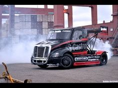 In this head to head video entitled Size Matters stunt driver Mike Ryan drifts a Freightliner Semi Truck through the docks of Long Beach Harbor, catching the action via a Mercedes ML 63 modified camera car with EDGE arm. Cool Trucks, Big Trucks, Long Beach, Banks, Drift Truck, Super Turbo, Freightliner Trucks, Ken Block, Pikes Peak