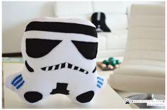¿Qué tal un regalito de estos? Disponible #Cojín en #mostretes de #Stormtrooper #starwars #theForce #hechoamano en #Colombia #geek #Friki Tamaño: 42 cm de ancho x 40 cm de alto Whatsapp: 317 427 73 75 www.mostretes.com