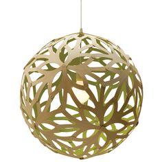Lámpara: piezas unidas. También con papel mojado sobre globo.