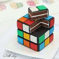 A Rubik's cube cake. Pretty Cakes, Cute Cakes, Beautiful Cakes, Yummy Cakes, Amazing Cakes, Amazing Pics, Awesome, Crazy Cakes, Fancy Cakes