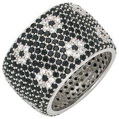 Dreambase Damen-Ring mit Zirkonia schwarz weiß rundum Sil... https://www.amazon.de/dp/B00EYH7J6I/?m=A37R2BYHN7XPNV