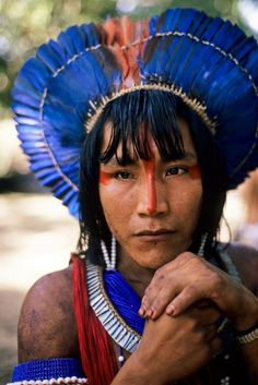 The Kayapo people are indigenous peoples in Brazil. Photo by Sue Cunningham Pintura Tribal, Arte Tribal, We Are The World, People Around The World, Around The Worlds, Rose Croix, Amazon Tribe, Art Premier, Tribal People
