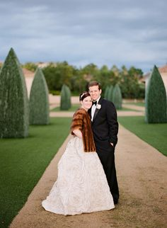 bride in brown fur coat http://trendybride.net/fur-coat-ideas-for-winter-brides/ {trendy bride}