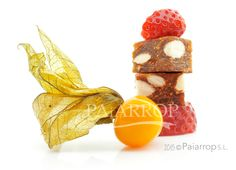 Dessert Time. #Paiarrop Fig Almond Cake with Fresh Fruit. #pandehigo #figs #figcake #figalmondcake #spanishfigs #withcheese #tapas #spanishtapas #naturalfood #spanishfood #handmadefood #paiarrop #pandehigo #figalmondcake