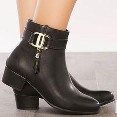 #modatoi #shoes #chaussures #femmes #mode #style #fashion #amazing #glamour #bottines #modatoifashion
