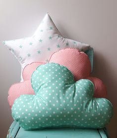 Poduszka chmurka - na lata dla dziecka. http://domomator.pl/poduszka-chmurka-lata-dla-dziecka/