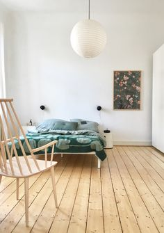 42 Cool Scandinavian Decor On A Budget - 42 Cool Scandinavian Decor On A Budget Home Bedroom, Bedroom Decor, Bedroom Green, Interior Architecture, Interior Design, Pine Floors, Japanese Interior, Beautiful Bedrooms, Minimalist Home