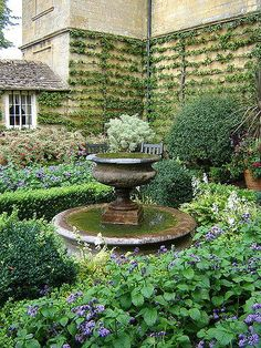 Why You Should Invest In Simple Water Features For Your Home Garden – Pool Landscape Ideas Landscaping With Fountains, Garden Fountains, Backyard Landscaping, Landscaping Ideas, Outdoor Fountains, Fountain Garden, Water Fountains, Garden Urns, Garden Trellis