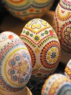 Klara and Molly made these with Klara's grandmother - pysanky eggs- traditional Ukranian/Polish egg decorating! Egg Crafts, Easter Crafts, Holiday Crafts, Bunny Crafts, Easter Decor, Easter Ideas, Happy Easter, Easter Bunny, Diy Ostern