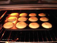 Das perfekte Käsekuchen Muffins-Rezept mit Bild und einfacher Schritt-für-Schritt-Anleitung: Eier trennen und das Eiweiß mit einer Prise Salz steif…