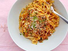 Ταλιατέλες Μπολονέζ με τη παραδοσιακή Ιταλική συνταγή