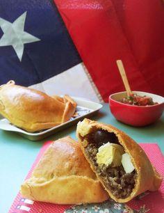 Chilean Recipes, Chilean Food, Baked Empanadas, Puerto Rican Recipes, Shampoo Bar, American Food, Ground Beef Recipes, Food Photo, Hot Dog Buns
