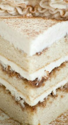 Cinnamon Roll Layer Cake - 365 Days of Baking and More Cinnamon Roll Layer Cake ~ A three layer cake with each layer covered in a cinnamon glaze and completely frosted with a incredible cinnamon frosting. Just Desserts, Delicious Desserts, Dessert Recipes, Yummy Food, Food Cakes, Cupcake Cakes, Cupcakes, Yummy Treats, Sweet Treats