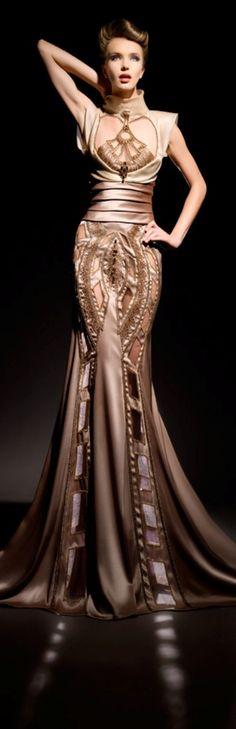 Blanka Matragi Haute Couture. La influencia de los 30's y 40's se deja sentir en este diseño elaborado para realzar cada curva femenina : )