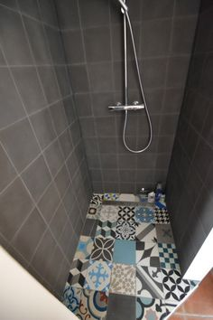 Renovated bathrooms, cement and waxed concrete tiles, stone built furniture, . Bathroom Layout, Bathroom Interior, Small Bathroom, Ideas Baños, Bathroom Toilets, Wet Rooms, Beautiful Bathrooms, Bathroom Renovations, Bathroom Inspiration