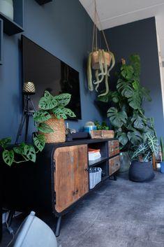 Monstera cuttings the urban jungle plant! - ZoSammieEnzo - My home is my castle - Monstera cuttings the urban jungle plant! - ZoSammieEnzo - My home is my castle - House Design, Room Decor, Home And Living, House Interior, Home Living Room, Tropical Bedrooms, Interior Design Living Room, Home Deco, Home Decor