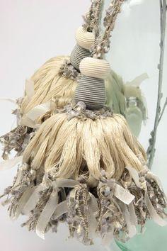 """キータッセル """"Névé"""" - SURREY TASSEL Yarn Crafts, Diy And Crafts, Tassel Curtains, Passementerie, Curtain Tie Backs, Beaded Garland, Fringes, Rosettes, Altered Art"""