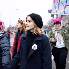 #오마리뉴스 #marienews  지난 주 워싱턴 DC를 필두로 전세계에서 대규모 반 트럼프 행진 #우먼스마치(#womensmarch)가 열렸죠. 여성들의 굳건한 연대를 보여준 이날엔 엠마 왓슨 클로이 모레츠 아리아나 그란데 리한나 조셉 고든 레빗 스칼렛 요한슨 등 수많은 스타들이 거리에 나섰습니다.그중에서도 독보적인 미모를 뽐낸 스타는? 바로 #엠마왓슨(@emmawatson)!  UN 우먼 글로벌 굿윌 앰배서더로 활동하며 여성의 목소리를 대변하고 있는 그녀는 할리우드가 가장 사랑하는 영화 속 여성 캐릭터로 #헤르미온느 가 꼽혔을 때 헤르미온느는 소녀들이 반에서 가장 똑똑한 학생이어도 된다고 생각하게 만들었다고 소감을 밝히기도 했죠. #예쁘게자라줘서고마워  #EmmaWatson editor/LGH  via MARIE CLAIRE KOREA MAGAZINE OFFICIAL INSTAGRAM - Celebrity  Fashion  Haute Couture  Advertising…