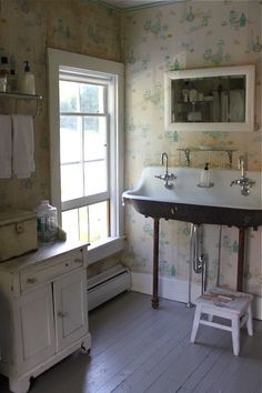 Farmhouse bathroom, rustic, vintage, country style