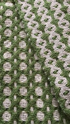 Both sides of double deflected weave scarf