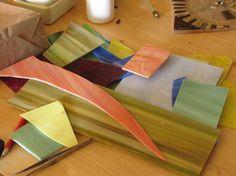 Laminas de cristal para cortar las teselas para el mosaico 'Patio de Córdoba'