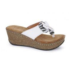Δερμάτινα Υποδήματα Boxer - Γυναικεία συλλογή, μοντέλο 82431 σε μαύρο, χρυσό και λευκό δέρμα. Από 55,00 €, τώρα μόνο 39,00 €! Sandals, Shoes, Fashion, Moda, Shoes Sandals, Zapatos, Shoes Outlet, Fashion Styles, Shoe