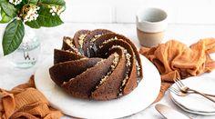 Νηστίσιμο υγρό κέικ σοκολάτας με ταχίνι   alevri.com Tahini, Pancakes, Muffin, Vegan, Breakfast, Recipes, Food, Morning Coffee, Essen